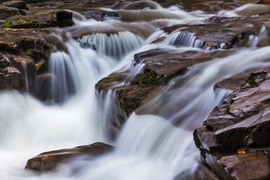 フリー写真 渓流の風景