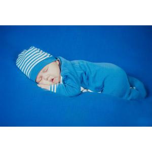 フリー写真, 人物, 子供, 赤ちゃん, うつ伏せ, 寝る(眠る), 青色(ブルー)