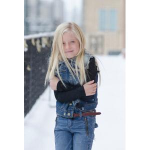 フリー写真, 人物, 子供, 女の子, 外国の女の子, 寒い, 金髪(ブロンド), 雪, 冬, 女の子(00058)