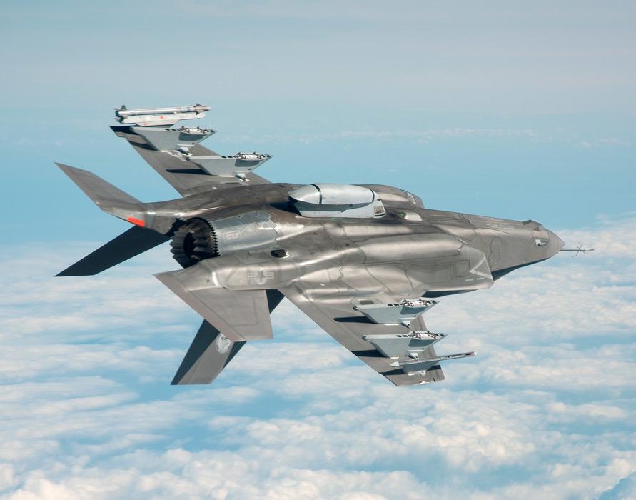 フリー写真 宙返りしているF-35B ライトニング II