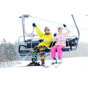 フリー写真, 人物, カップル, 恋人, 日本人, 女性(00043), 男性(00055), 冬, スキー場, レジャー, スキー, 二人, 雪