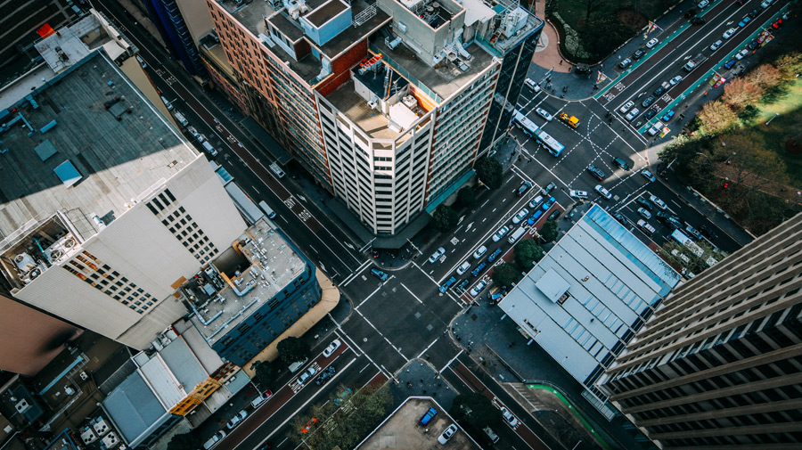 フリー写真 高層ビルの上から見下ろす交差点の風景