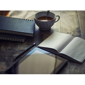 フリー写真, 家電機器, パソコン(PC), タブレットPC, アップル(Apple), iPad, 手帳, 鉛筆(えんぴつ), ココア