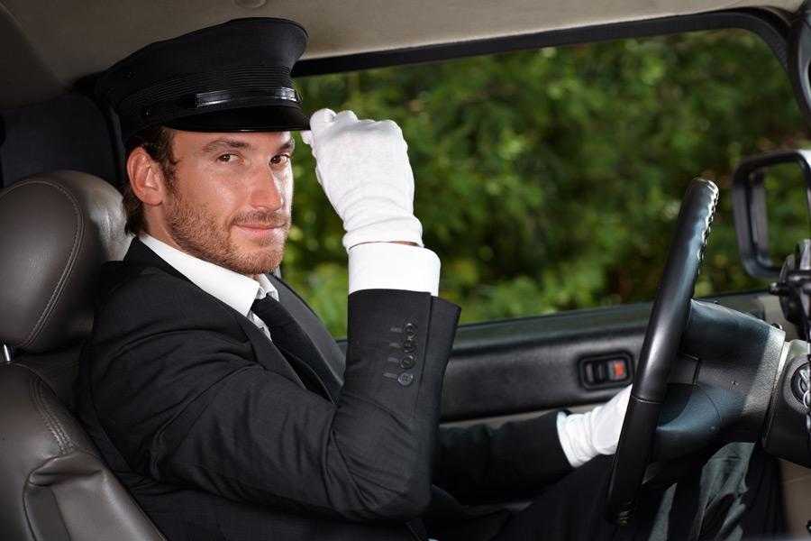 フリー写真 挨拶をするハイヤー運転手