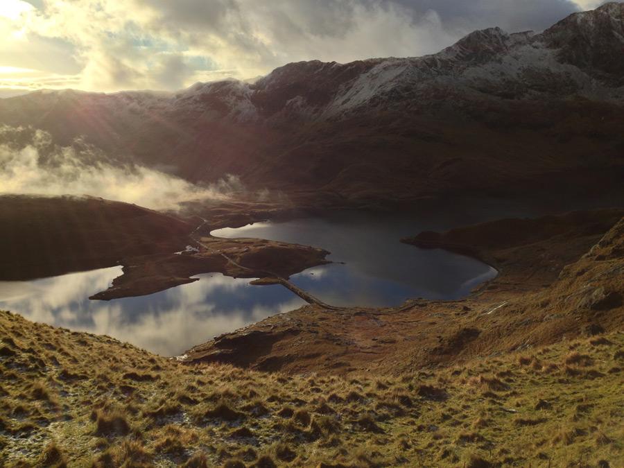 フリー写真 山と湖と雲のある風景