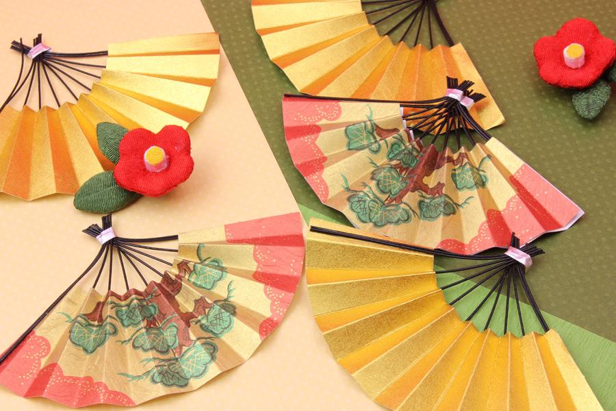 フリー写真 扇子と梅の花の新春の背景