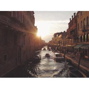 フリー写真, 風景, 建造物, 建築物, 街並み(町並み), 運河, 船, 夕暮れ(夕方), 夕日, 太陽光(日光), イタリアの風景, ヴェネツィア(ベネチア)