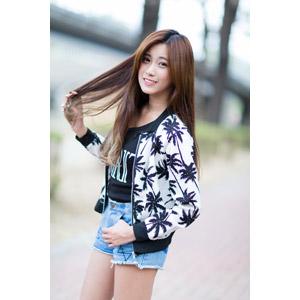 フリー写真, 人物, 女性, アジア人女性, 楚珊(00053), 中国人, ショートパンツ, 髪の毛を触る