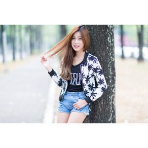 フリー写真, 人物, 女性, アジア人女性, 中国人, 楚珊(00053), 髪の毛を触る, ポケットに手を入れる, ショートパンツ
