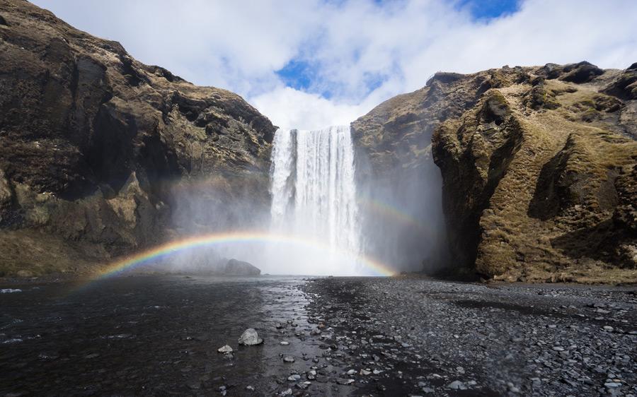 フリー写真 スコゥガフォスとダブルの虹が架かる風景