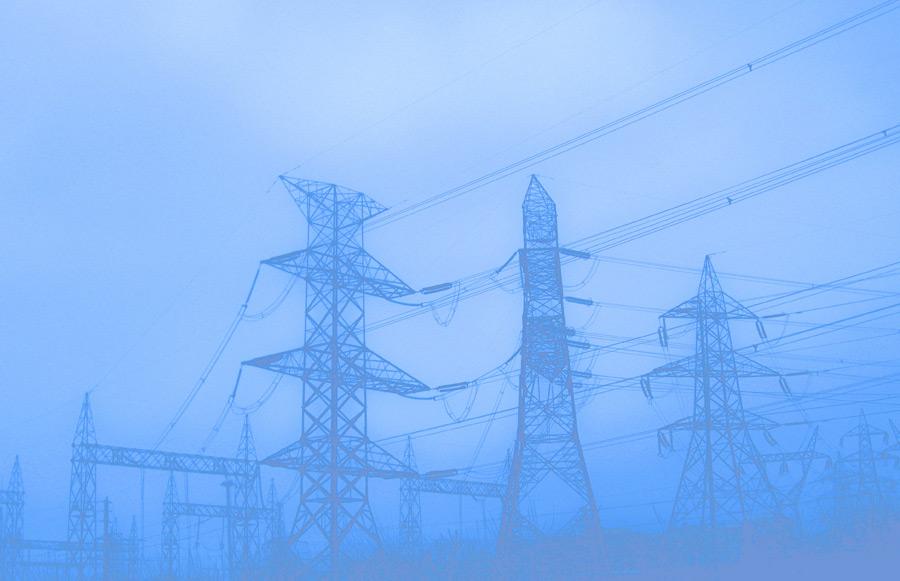 フリー写真 鉄塔が建ち並ぶ風景