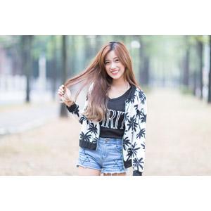 フリー写真, 人物, 女性, アジア人女性, 楚珊(00053), 中国人, 髪の毛を触る, ショートパンツ