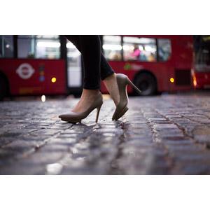 フリー写真, 人体, 足, 脚, 靴(シューズ), ハイヒール, パンプス, バス, 人と乗り物, レディースファッション