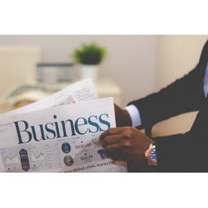 フリー写真, 人体, 手, 腕, 職業, ビジネス, ビジネスマン, 新聞
