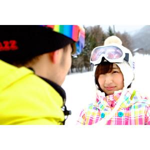 フリー写真, 人物, カップル, 恋人, 日本人, 女性(00043), 冬, スキー場, 雪, 向かい合う, スノーゴーグル