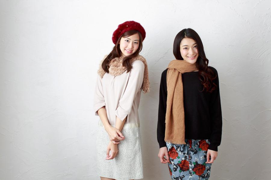 フリー写真 冬のファッションに身を包む二人の女性