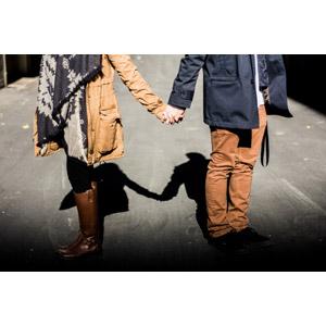 フリー写真, 人物, カップル, 恋人, 手をつなぐ, 二人, 影