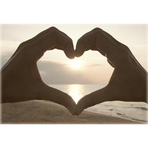 フリー写真, 人体, 手, ハート, 手でハートを作る, 夕暮れ(夕方), 夕日, ビーチ(砂浜)