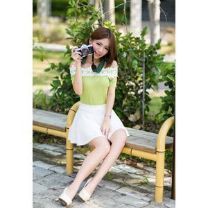 フリー写真, 人物, 女性, アジア人女性, Dora(00078), 中国人, ミニスカート, カメラ, 一眼レフカメラ, ペンタックス, 座る(ベンチ)