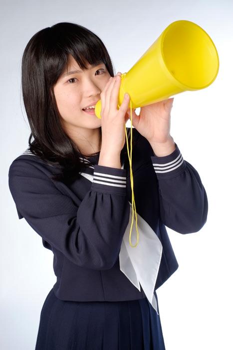 フリー写真 メガホンを持って応援する女子高生