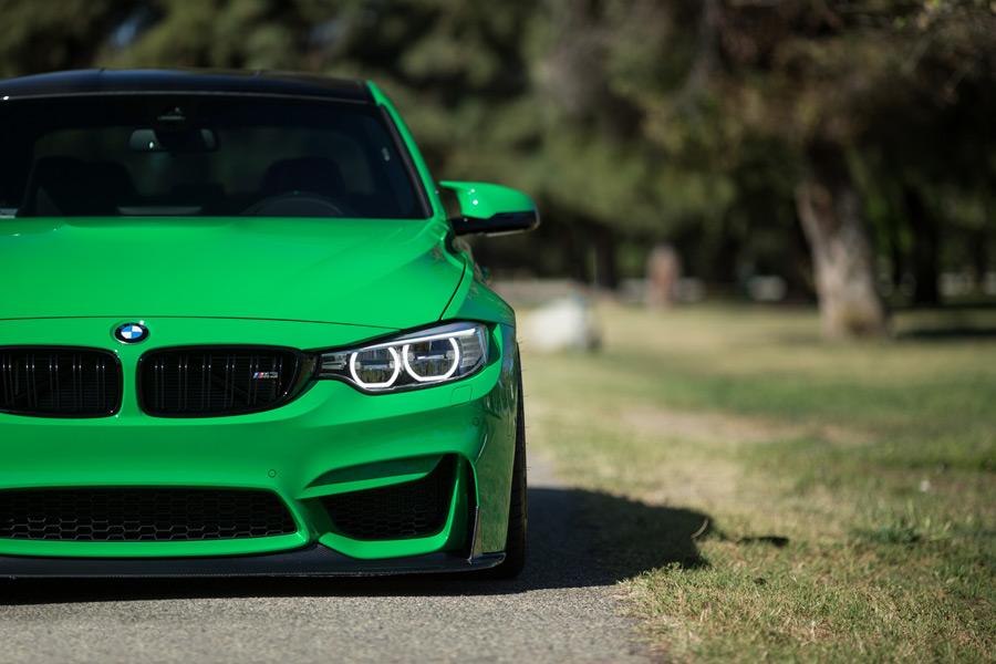 フリー写真 緑色のBMW M3