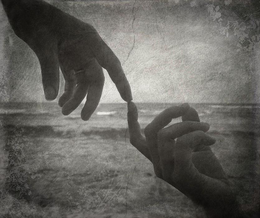 フリー写真 指と指を合わせる手と手