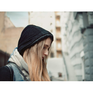 フリー写真, 人物, 女性, 外国人女性, 横顔, フード, 憂鬱