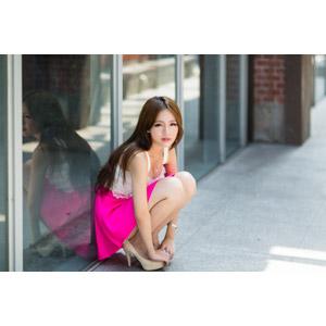 フリー写真, 人物, 女性, アジア人女性, Dora(00078), 中国人, しゃがむ, ミニスカート