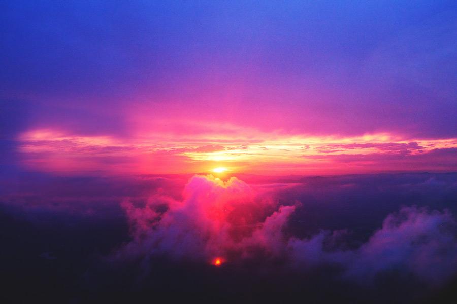 フリー写真 雲海と夕日の風景