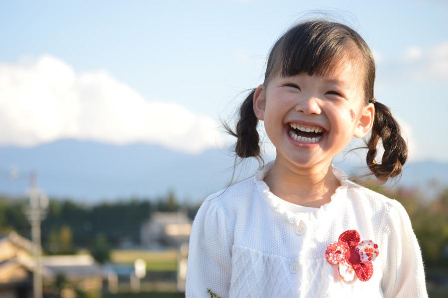 フリー写真 笑顔の女の子