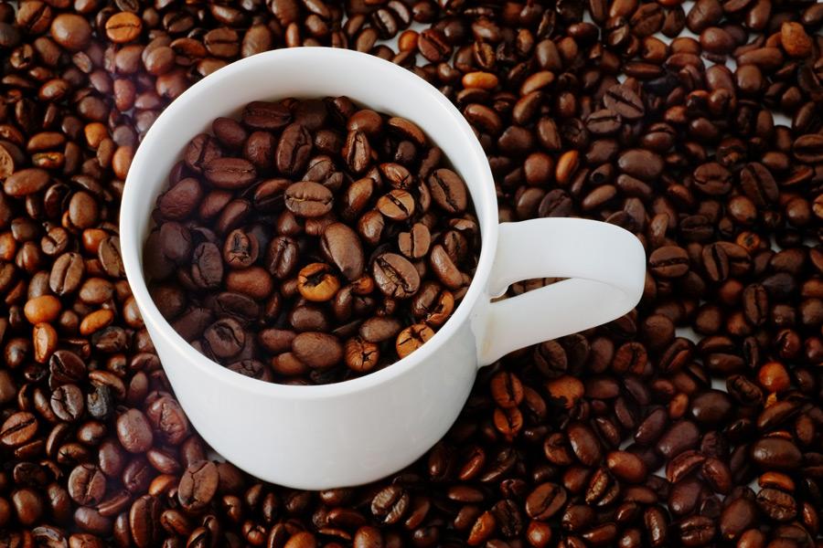 フリー写真 マグカップとコーヒー豆