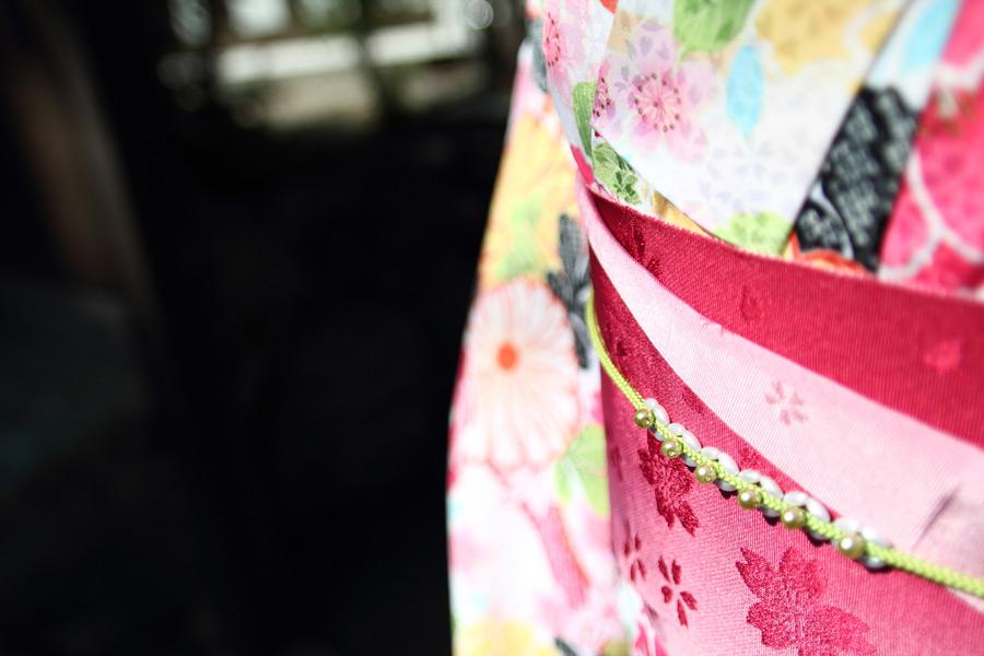 フリー写真 着物を着た女性の帯周りのアップ