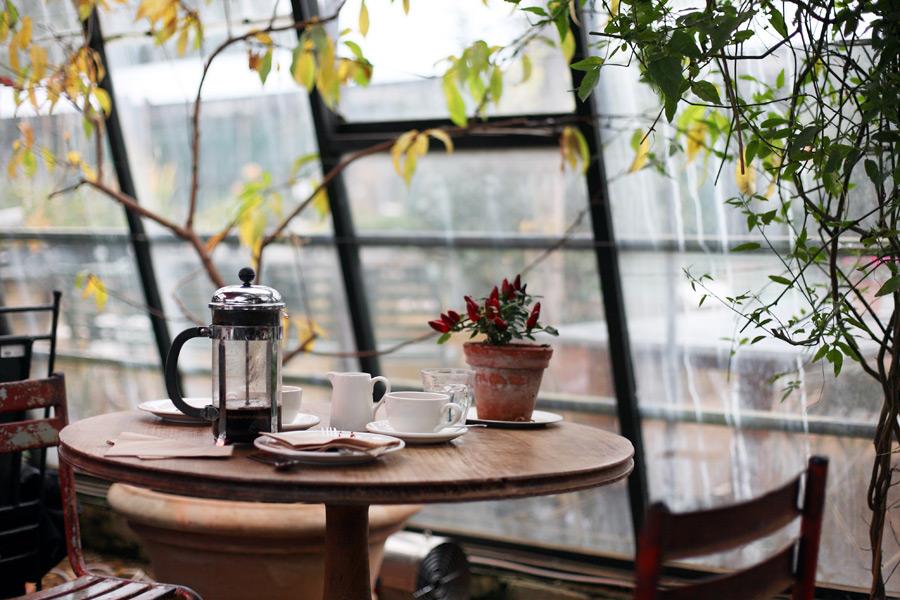 フリー写真 テーブルの上のコーヒーセット