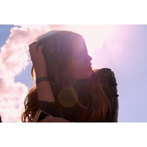 フリー写真, 人物, 女性, 外国人女性, 頭に手を当てる, 太陽光(日光)