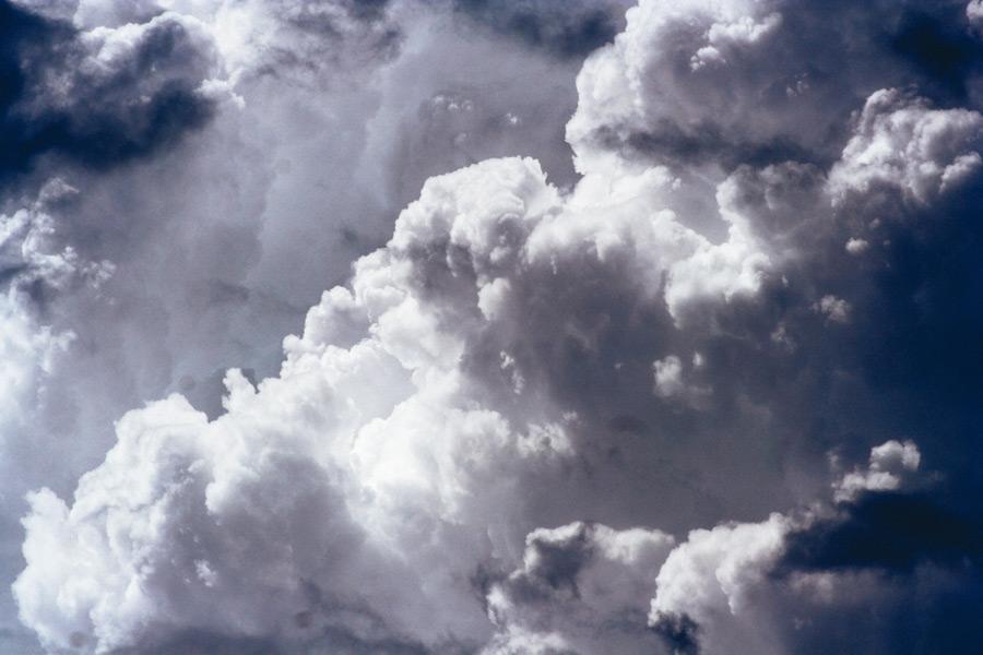 フリー写真 もくもく湧き立つ積乱雲