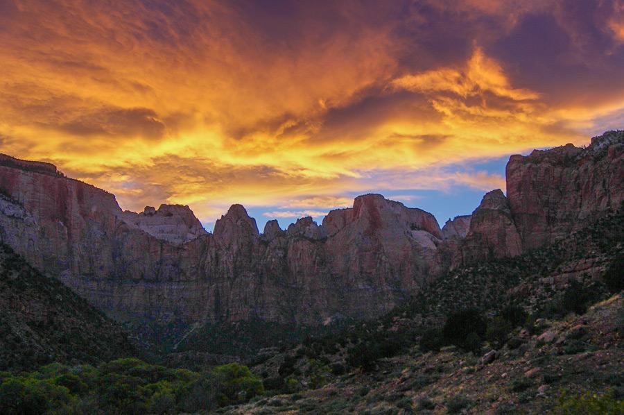 フリー写真 夕暮れのザイオン国立公園の砂岩