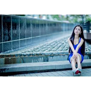 フリー写真, 人物, 女性, アジア人女性, 女性(00082), ワンピース, 座る(階段)
