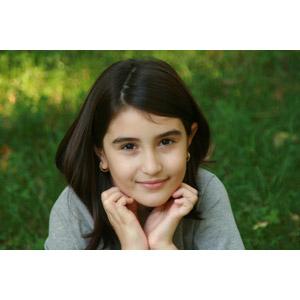 フリー写真, 人物, 子供, 女の子, 外国の女の子, ルーマニア人, 顎に手を当てる