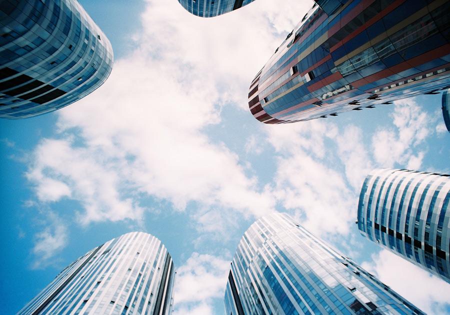 フリー写真 青空と下から見上げる高層ビルの風景