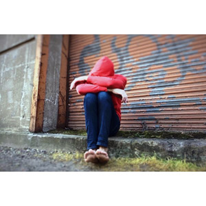 フリー写真, 人物, うずくまる, 落ち込む(落胆), 失望(絶望), 泣く(泣き顔), 悲しい