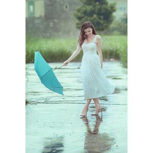 フリー写真, 人物, 女性, アジア人女性, ベトナム人, 女性(00067), 雨, 傘, ドレス