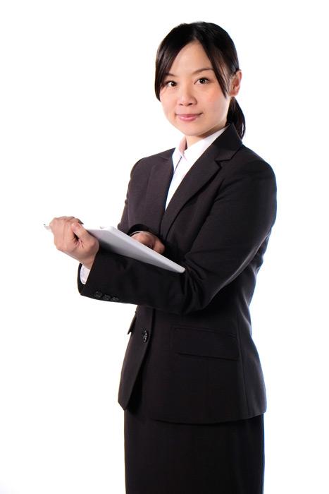 フリー写真 タブレットPCを持つ女性社員