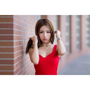 フリー写真, 人物, 女性, アジア人女性, Dora(00078), 中国人, ドレス, 髪の毛を触る
