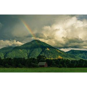 フリー写真, 風景, 小屋(納屋), 田舎, 山, 雲, 虹