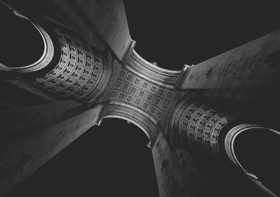 フリー写真 下から見上げるエトワール凱旋門