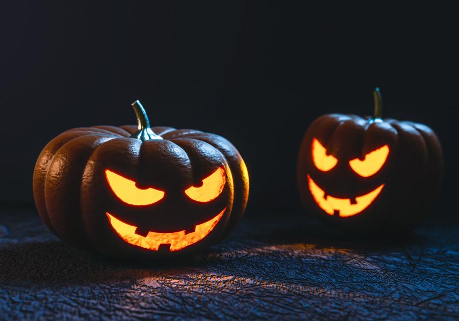 フリー写真 暗闇に光るジャック・オー・ランタン