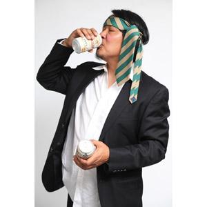 フリー写真, 人物, 男性, アジア人男性, 日本人, 男性(00087), 職業, サラリーマン, ビジネスマン, 酔っ払い, 飲む, 飲み物(飲料), お酒, ビール