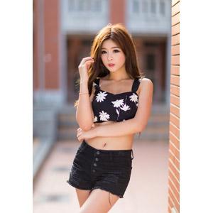 フリー写真, 人物, 女性, アジア人女性, 中国人, ショートパンツ, 髪の毛を触る