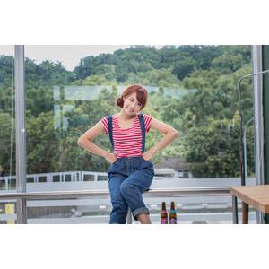 フリー写真, 人物, 女性, アジア人女性, 木子萱(00076), 中国人, Tシャツ, サロペット, 腰に手を当てる