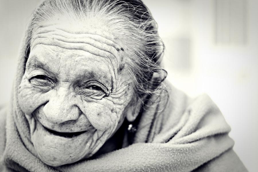 フリー写真 メキシコのおばあさんのポートレイト
